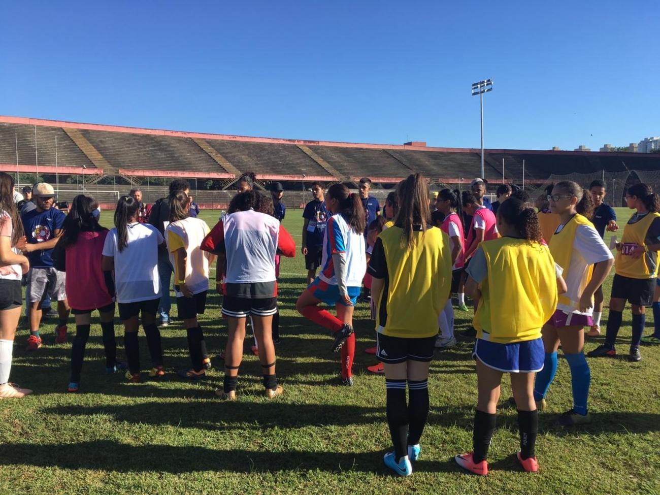 Primeira peneira feminina de futebol da FPF tem mais de 400 atletas inscritas