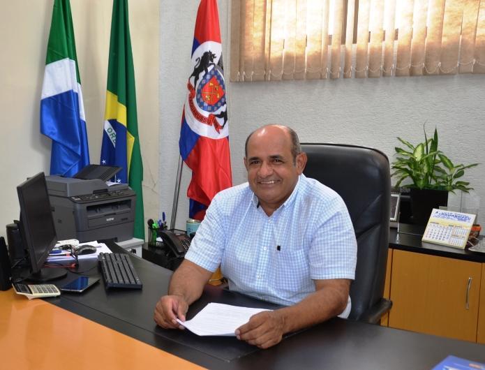 Prefeito Roberto Nem concede reajuste de 12,84 % para professores em Taquarussu