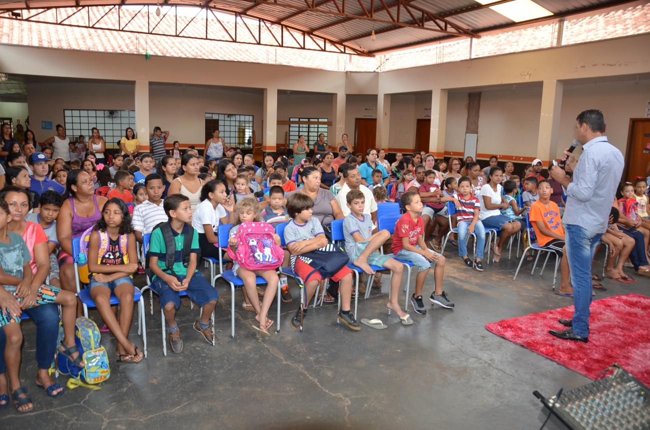 Escola Municipal recepciona alunos em 1º dia de aula em Taquarussu