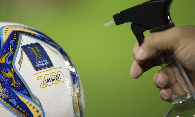 Covid: médico da CBF diz que protocolo do futebol pode ter mudanças
