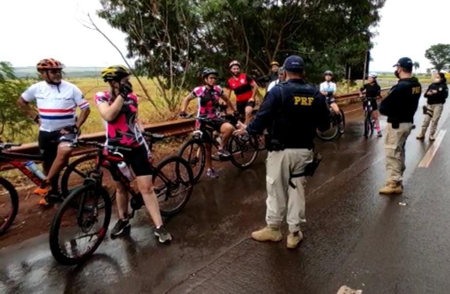 PRF faz operação nas rodovias de MS para orientar ciclistas sobre regras de circulação de trânsito - Jornal da Nova