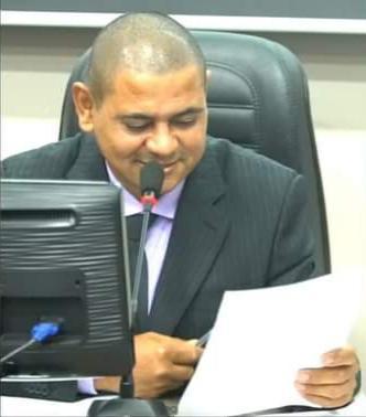 Vereador presidente Gilso Francisco pede ao executivo municipal que seja regularizado os terrenos baldios da prefeitura