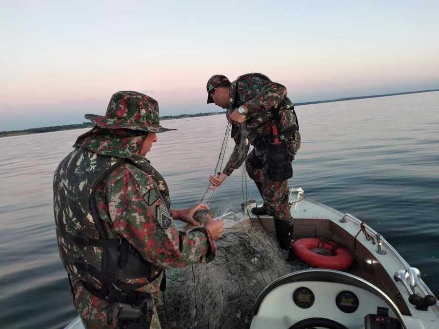 PMA de Bataguassu apreende 25 redes de pesca, medindo 800 metros e solta 11 kg de pescado